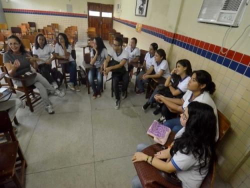 Alunos e professores debatem sobre diversidade sexual, promoção da igualdade de gêneros e violência